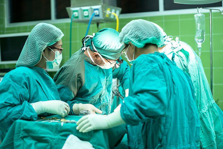 המנתח הפלסטי